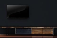 TV llevada en el muro de cemento negro con el interior de madera de la tabla Foto de archivo libre de regalías