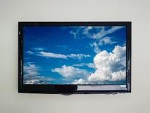 TV menée sur le fond de mur Images libres de droits