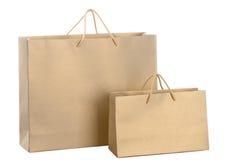 Två paper shoppingpåsar för guld Arkivfoton