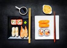 Två plattor med japansk mat Fotografering för Bildbyråer