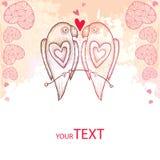 Två prack papegojor som är förälskade på den texturerade bakgrunden med rosa hjärtor Arkivbild