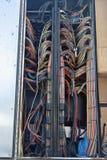 TV-sändningledningsnät i avlägsna produktionlastbilar royaltyfri bild
