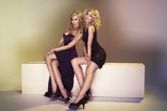 Två sexiga kvinnor Arkivbild