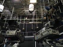 TV-studio - videocamera's en lichten op het net stock afbeelding