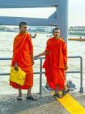 Två unga munkar i Bangkok Royaltyfria Bilder