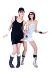 Två unga nätt kvinnor som poserar med solglasögon Fotografering för Bildbyråer