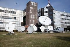 TV-van de Postopstraalverbinding/Download Antennes stock afbeeldingen