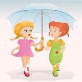 Två vänner som rymmer paraplyet Dag för kamratskap för mallhälsningkort Fotografering för Bildbyråer