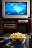 TV y palomitas Foto de archivo libre de regalías