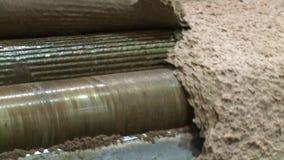 Tvagning och produktion av mjukt träslagträmassa arkivfilmer