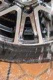 Tvagningbilhjul royaltyfri foto