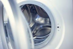 Tvagningmaskin - närbild Texturen av valsen Dörr Royaltyfri Bild