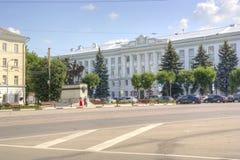 Tver Monumento ao príncipe a Mikhail de Tver e de administrati Imagem de Stock Royalty Free