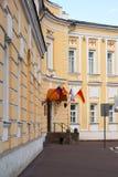 Tver, Rusia - pueden 07 2017 La administración de la ciudad de Tver en el cuadrado de Lenin Fotografía de archivo