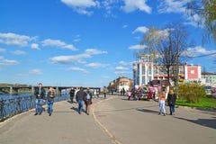 Tver, Russie - peuvent 07 2017 Le quai de Mikhail Yaroslavich Image libre de droits