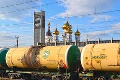 Tver, Russie - peuvent 07 2017 Réservoirs de cargaison à la gare ferroviaire Photographie stock