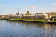 Tver, Russie - peuvent 07 2017 Une vue de quai de Mikhail Yaroslavich de la rivière Photo stock