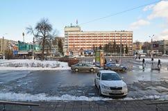 Tver, Russland - 27. Februar 2016 Bahnbahnhofsplatz und Hotel Tourist Stockfoto