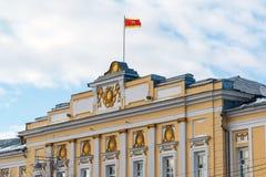 Tver Ryssland - Februari 27 2016 Administration av staden av Tver som byggs i det 18th århundradet Arkivbilder