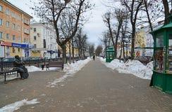Tver Ryssland - Februari 27 2016 Monumentlåtskrivaren Michael Krug på boulevarden Radischev Royaltyfri Foto