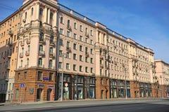 Tverskaya购物街道,莫斯科早晨视图  免版税库存图片