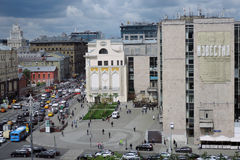 Tverskaya gata i Moskva Arkivfoton