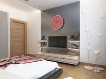 TVhyllor och ett skåp under TV:N i sovrummet Royaltyfri Fotografi