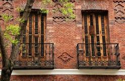 Tvilling- balkonger i madrid Royaltyfri Bild