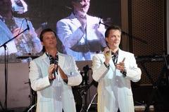 tvilling- bröder Alexander och Eugene Anufriev för På-etapp skådespelare Royaltyfri Foto