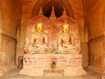 Tvilling- Buddha i pagod på Bagan, Myanmar Fotografering för Bildbyråer