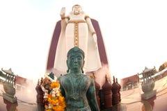 tvilling- buddha utomhus- standing Royaltyfri Bild