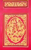 Tvilling- drake för guld på dörr Royaltyfria Bilder