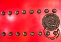 Tvilling- drake för guld på dörr Arkivbild