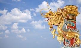 Tvilling- guld- kinesisk drake Royaltyfria Bilder