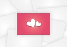 Tvilling- hjärtor i rosa färger skyler över brister fotoet på valentin för vitbokfotobakgrund Royaltyfri Bild
