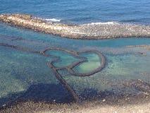 Tvilling- hjärtor stenar dammbyggnaden Qimei Penghu Pescadores Taiwan Arkivbild
