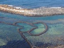 Tvilling- hjärtor stenar dammbyggnaden Qimei Penghu Pescadores Taiwan Royaltyfria Foton