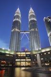 tvilling- Kuala Lumpur malaysia petronas torn Arkivfoton