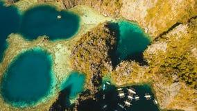 Tvilling- lagun för flyg- sikt, hav, strand tropisk ö Busuanga Palawan, Filippinerna stock video