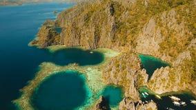 Tvilling- lagun för flyg- sikt, hav, strand tropisk ö Busuanga Palawan, Filippinerna Royaltyfria Foton