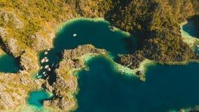 Tvilling- lagun för flyg- sikt, hav, strand tropisk ö Busuanga Palawan, Filippinerna arkivfilmer
