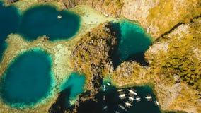 Tvilling- lagun för flyg- sikt, hav, strand tropisk ö Busuanga Palawan, Filippinerna Royaltyfri Fotografi
