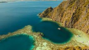 Tvilling- lagun för flyg- sikt, hav, strand tropisk ö Busuanga Palawan, Filippinerna lager videofilmer