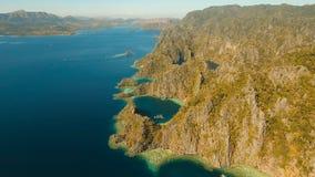 Tvilling- lagun för flyg- sikt, hav, strand tropisk ö Busuanga Palawan, Filippinerna Arkivbilder