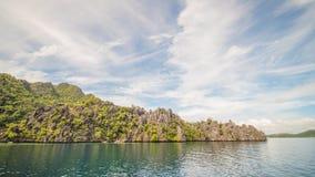 Tvilling- lagun i Coron, Palawan, Filippinerna Berg och hav ensamt fartyg Turnera A Royaltyfria Foton