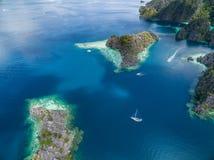Tvilling- lagun i Coron, Palawan, Filippinerna Berg och hav Turnera A Arkivbild