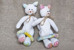 Tvilling- leksakkatter royaltyfri fotografi