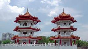 Tvilling- pagod i Singapore och moln Tid schackningsperiod arkivfilmer