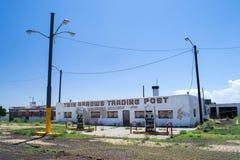 Tvilling- pilar, på Route 66 Arkivbilder