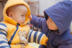 Tvilling- pojkar för asiat Royaltyfria Bilder